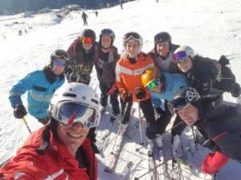 Ski-Technik mit einem Skilehrer