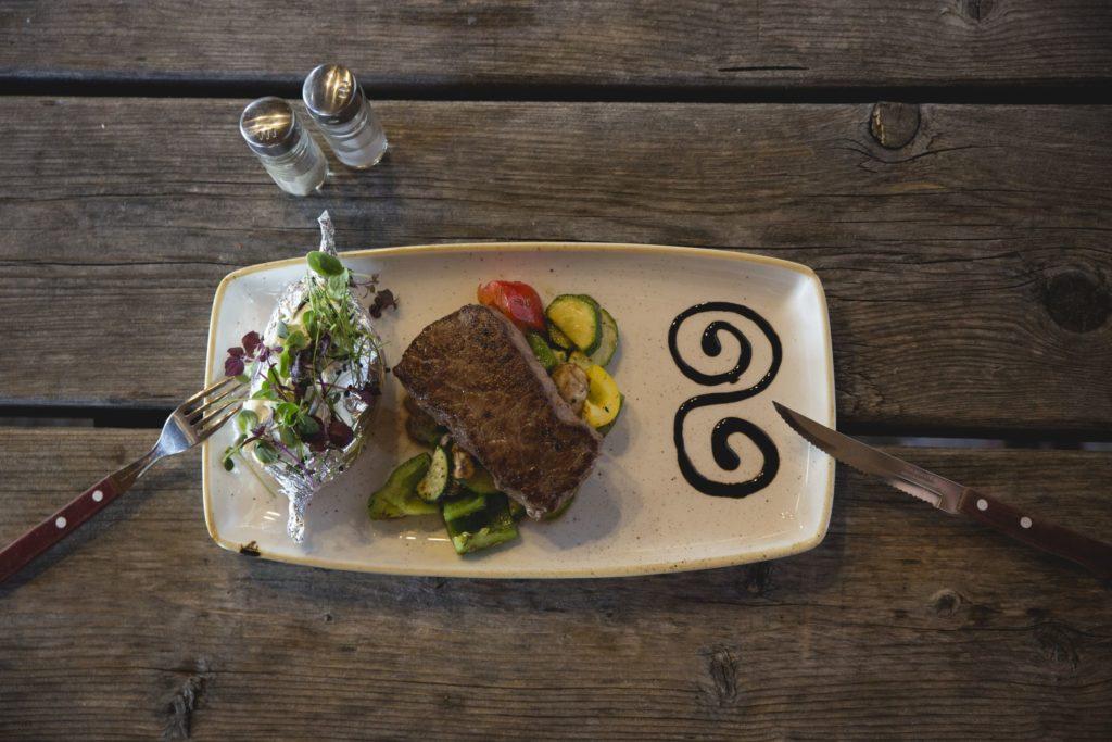Kulinarik, Fleischgericht, Skiurlaub ist zu billig, Mogasi