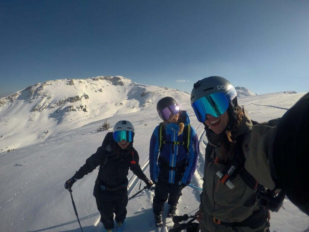 Selfie Peaks & Rosy Cheeks, Mogasi