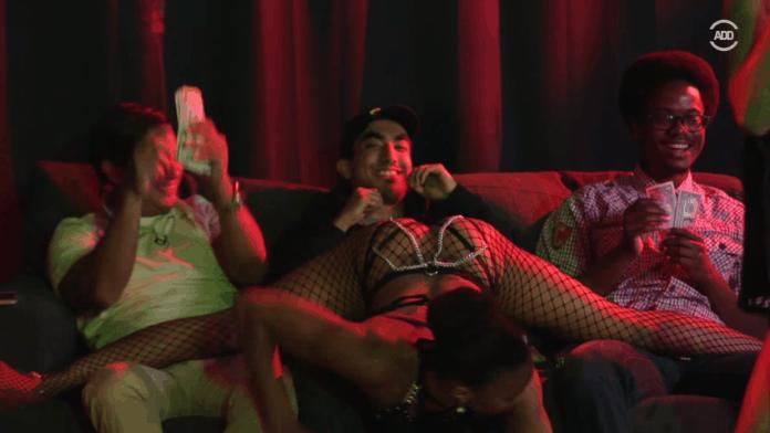 Mogasi, Strip Club