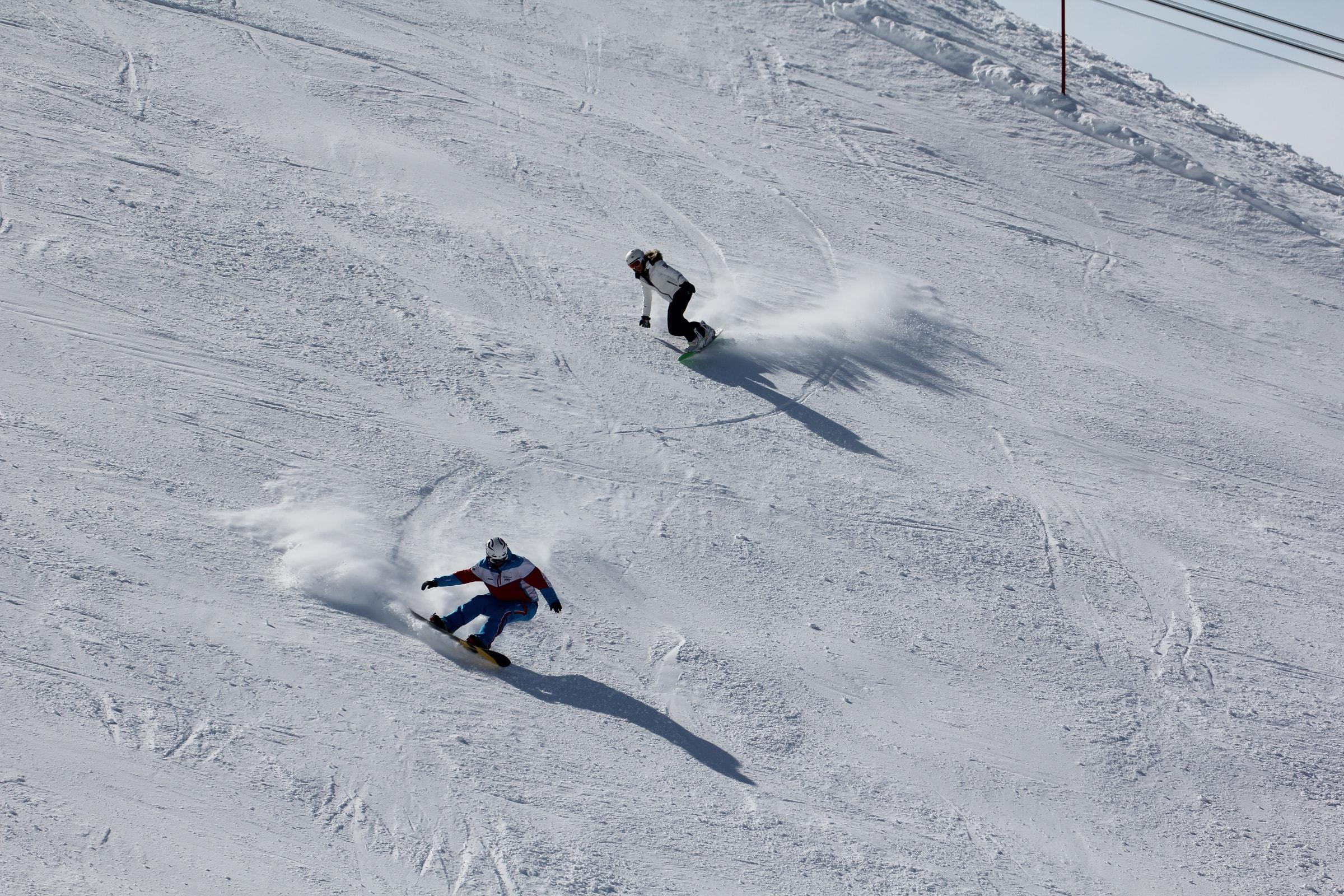 Ist Snowboarden leichter?