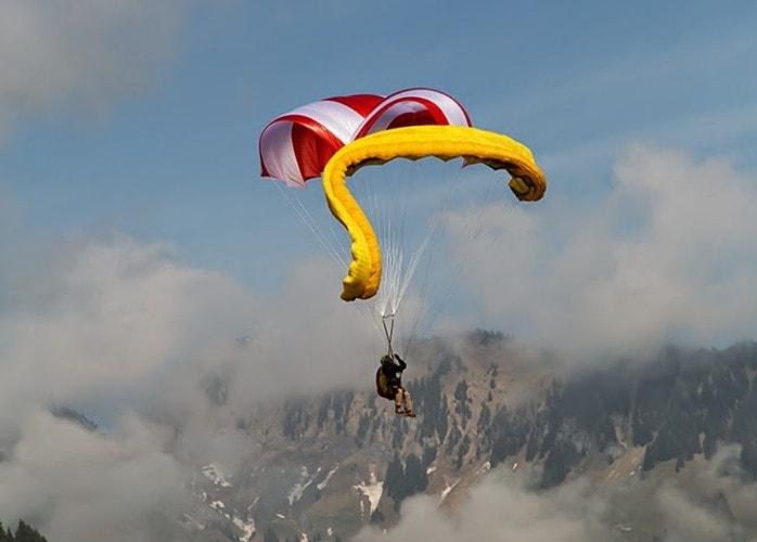 Paragliding, emergency rescue parachute