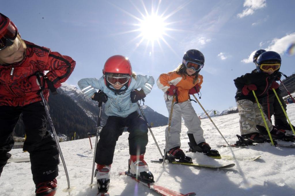 Kinderski Arlberg, Mogasi