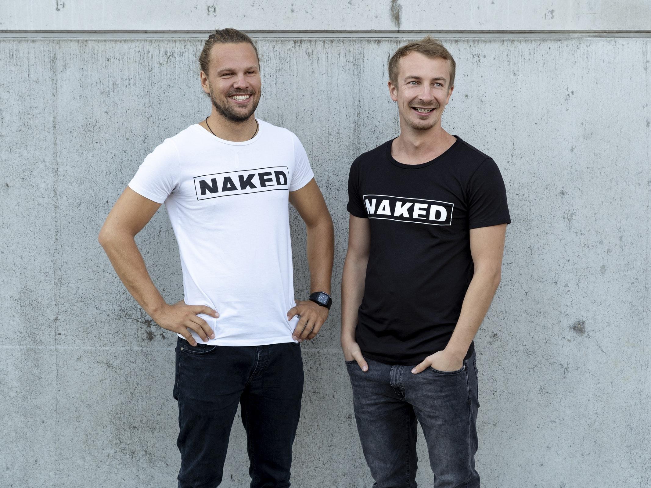 Naked Optics Gründer, Mogasi